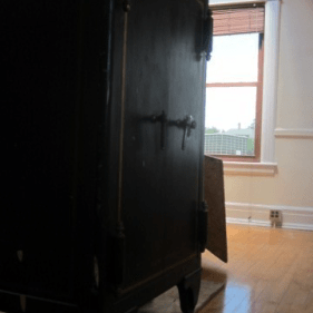 1920 Antique Safe Move