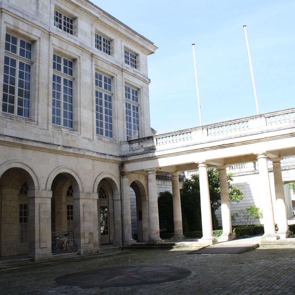 Image of the architecture of La Chambre de Commerce in La Rochelle, France