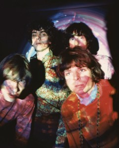 UNITED KINGDOM - JANUARY 01: Photo of Rick WRIGHT and PINK FLOYD and Syd BARRETT and Roger WATERS; Back L-R: Syd Barrett, Nick Mason. Front L-R: Roger Waters, Rick Wright - posed, group shot (Photo by Andrew Whittuck/Redferns)