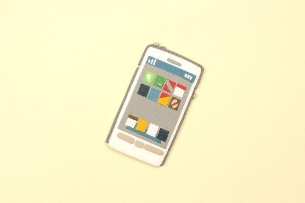 ホーム画面が映っているスマートフォンのクレイアート