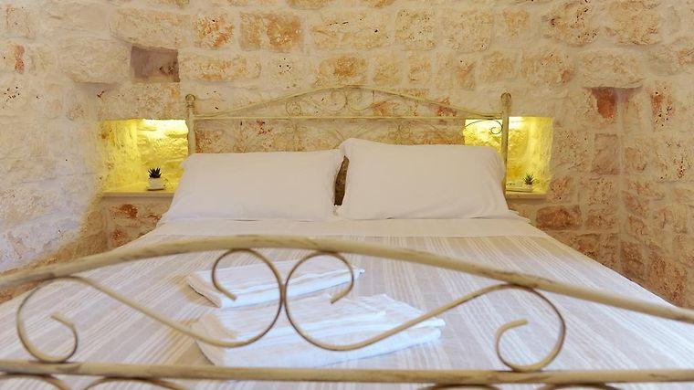 Le camere da letto sono il. Tenuta Semeraro Cisternino Italia Da 145 Hotelmix
