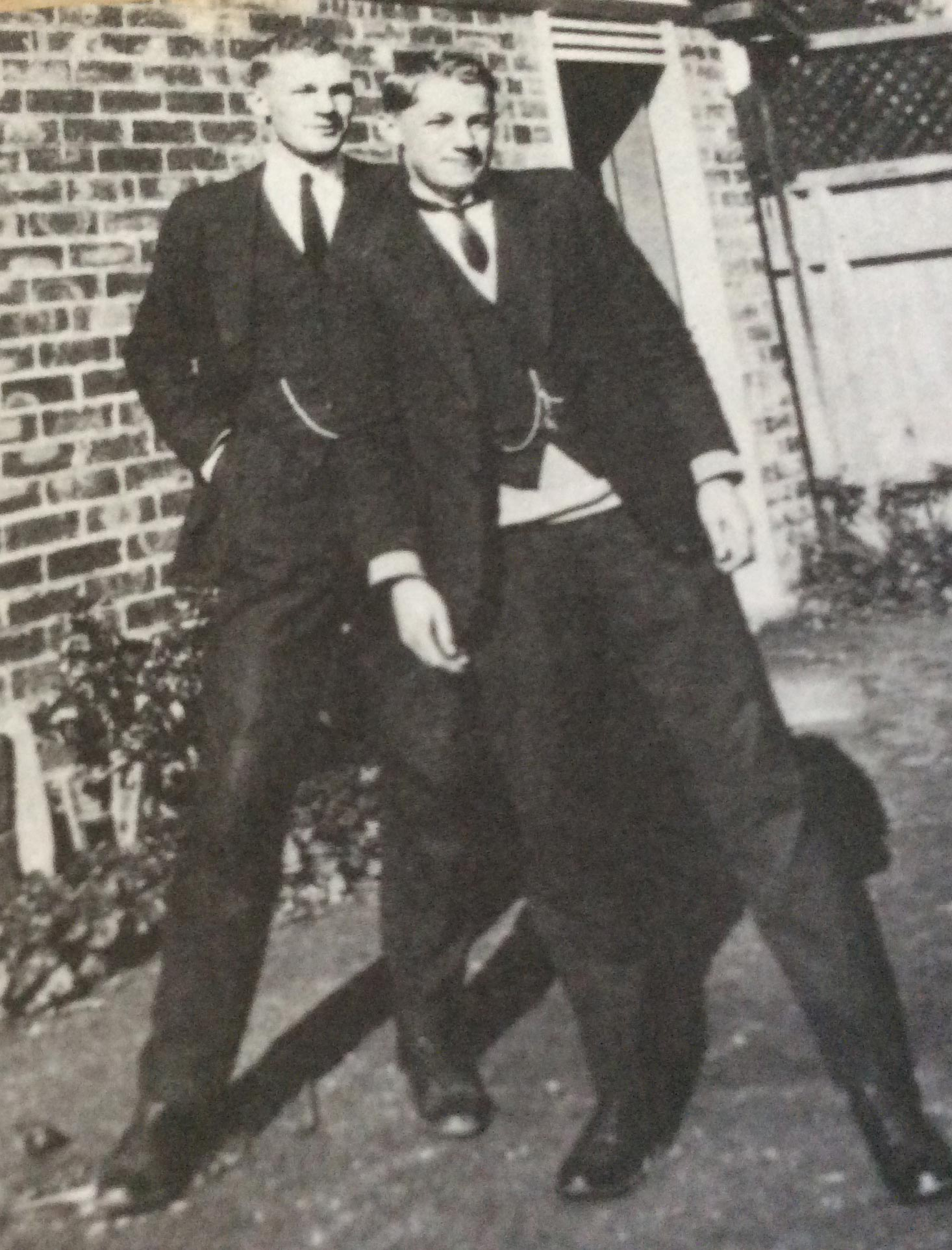 Bradman (right) with his brother, Vic