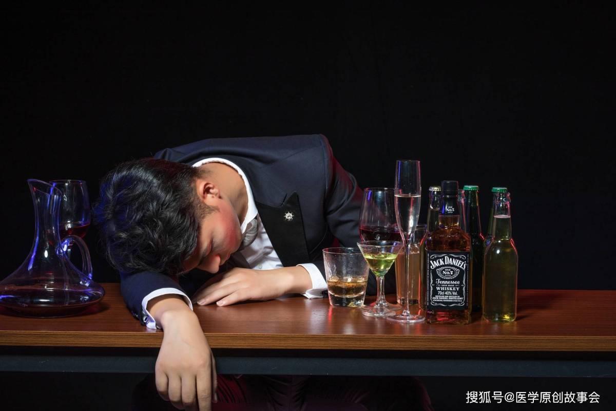 原创             远离痛风,请记住,晚上两不要,晨起两坚持,你的尿酸才会更好