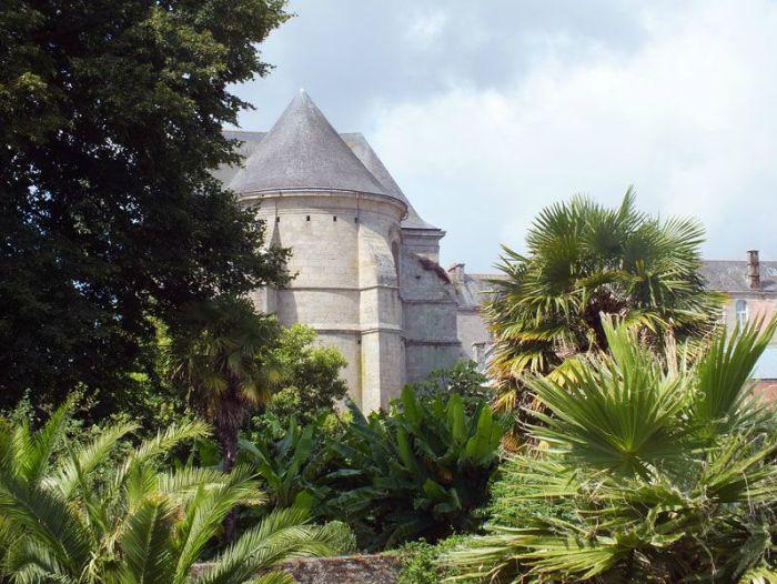 quimper-centre-ville-place-au-beurre-creperie-keltia-musique-cecile-corbel-harpe-marin-lhopiteau-faience-cathedrale-parc-retraite (3)