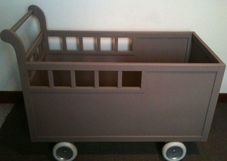 LIT ENFANT EN BOIS A ROULETTES TAUPE Atelier Darblay