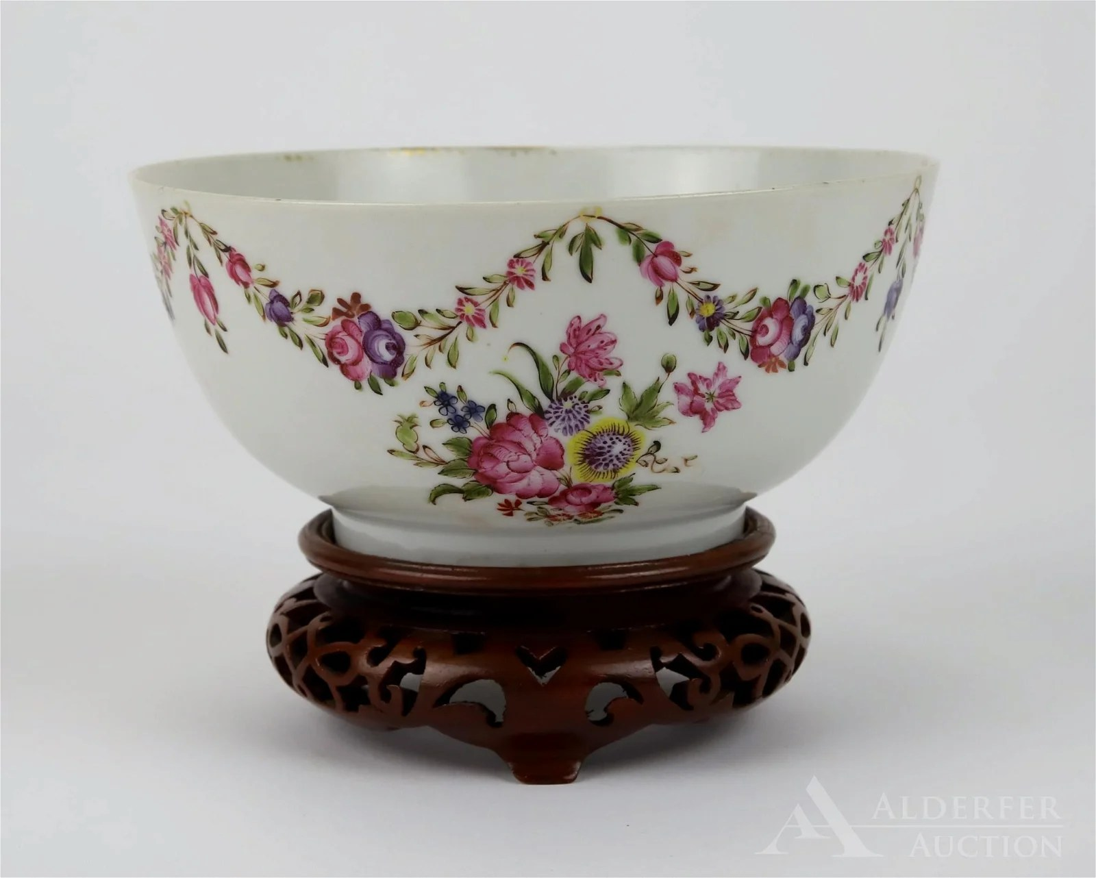 Chinese Export Porcelain Tea Bowl