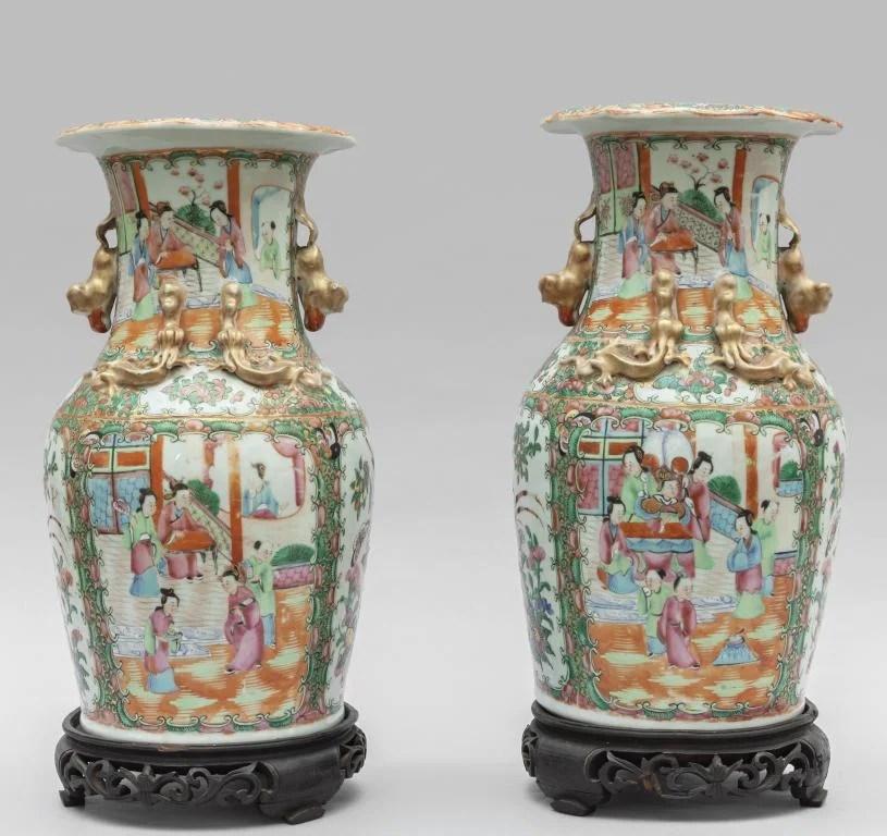 Coppia di vasi Canton decorati con scene di vita