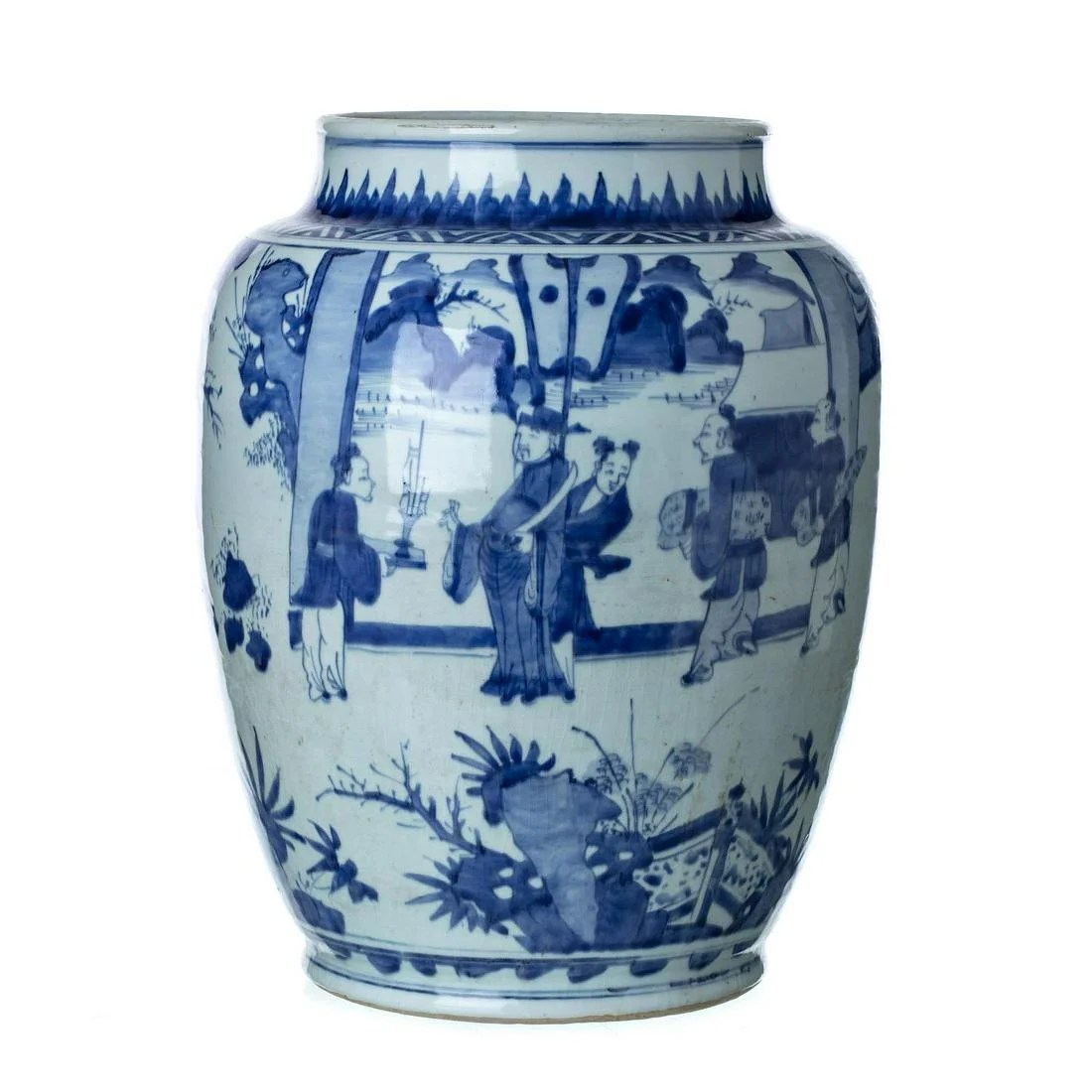 Large Chinese porcelain pot, Ming