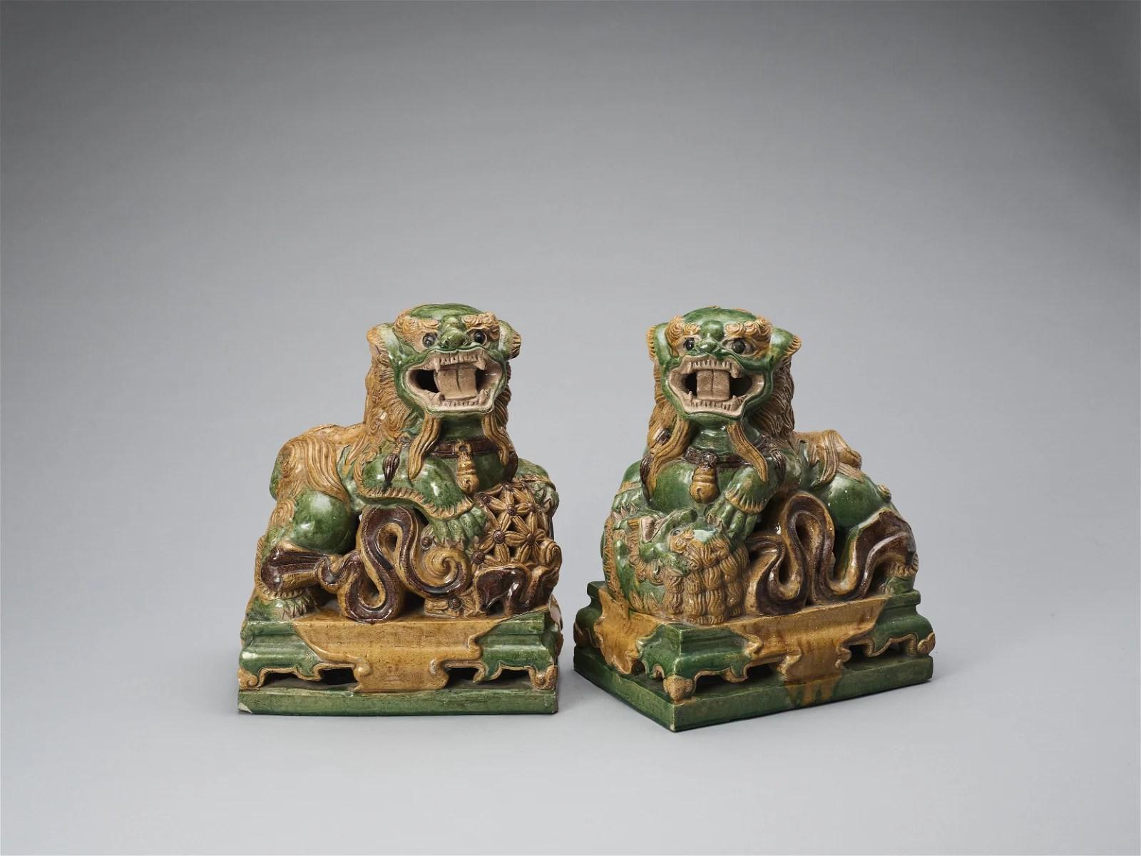 A PAIR SANCAI GLAZED POTTERY BUDDHIST LIONS