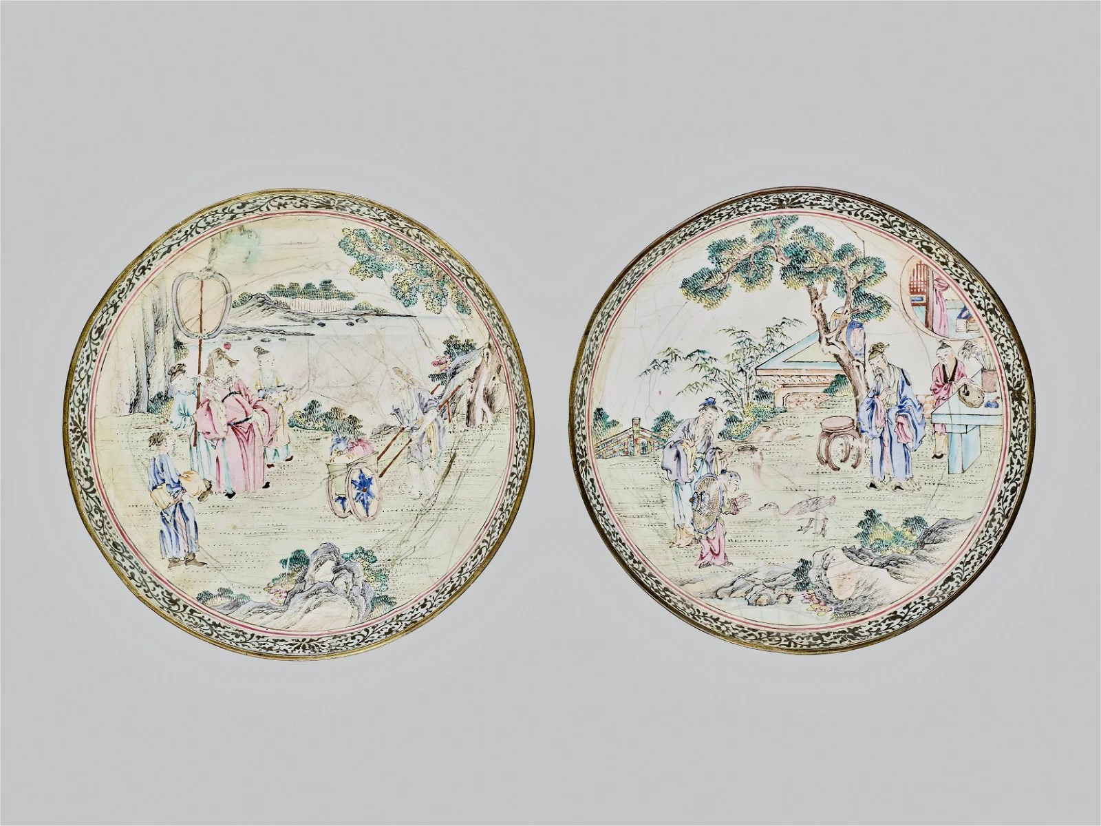 A PAIR CANTON ENAMEL PLATES WITH COURT SCENES,QING