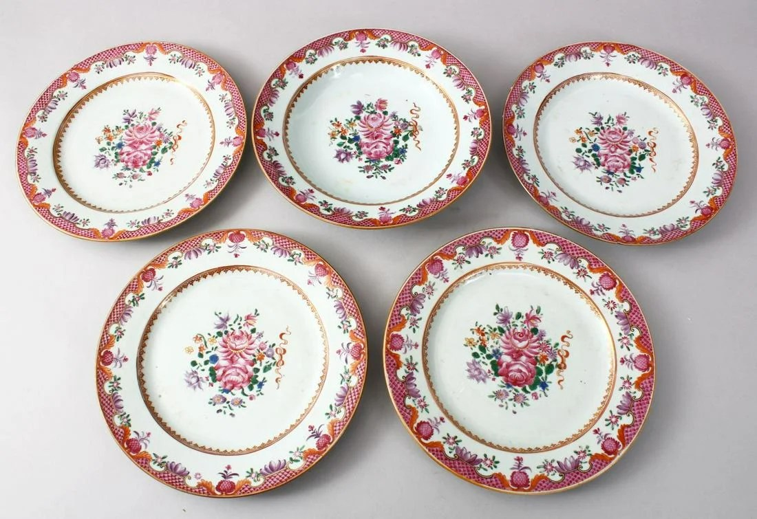 FIVE CHINESE 18TH CENTURY QIANLONG PORCELAIN PLATES,