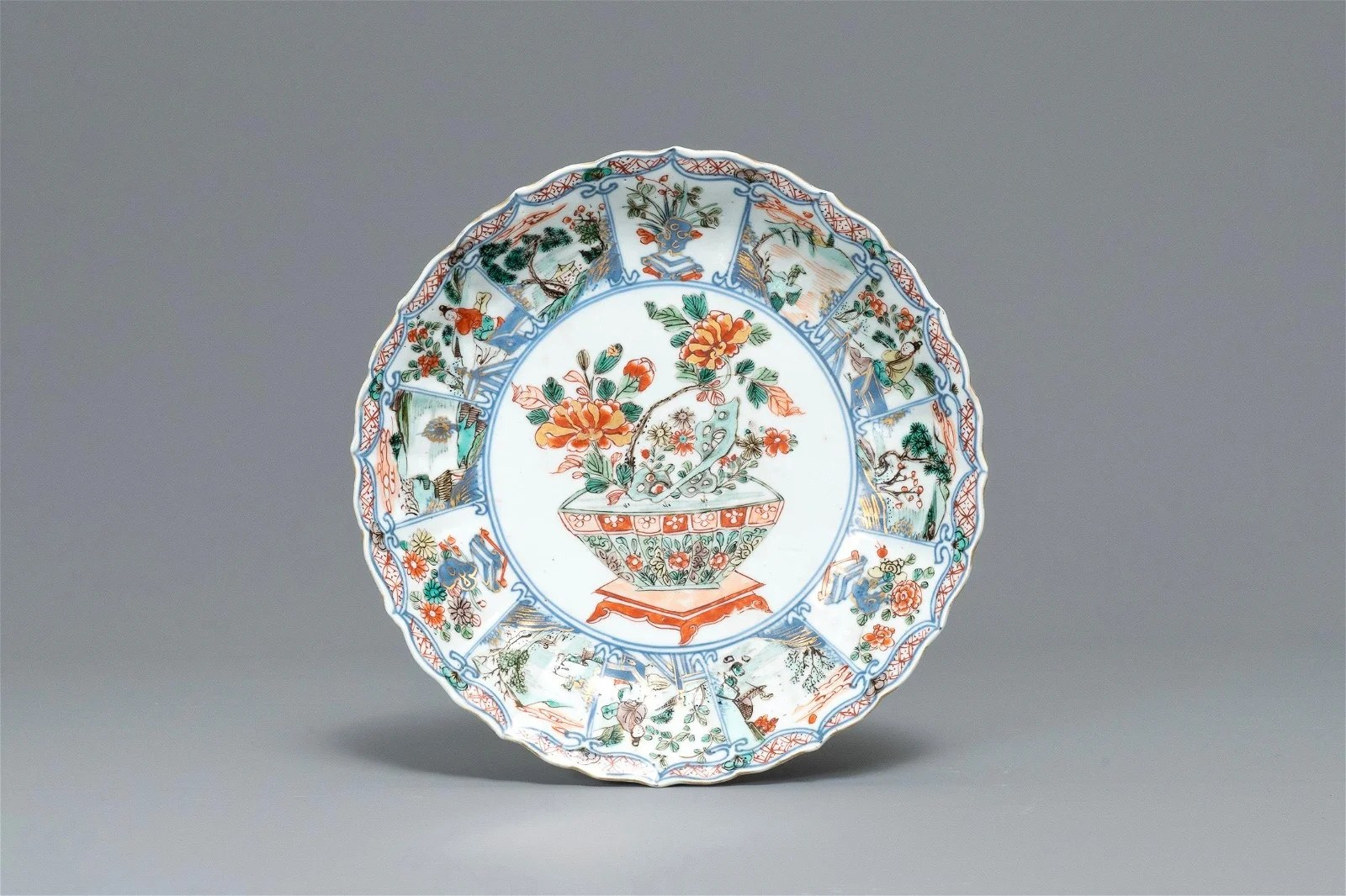 A Chinese famille verte lobed plate with a flowery