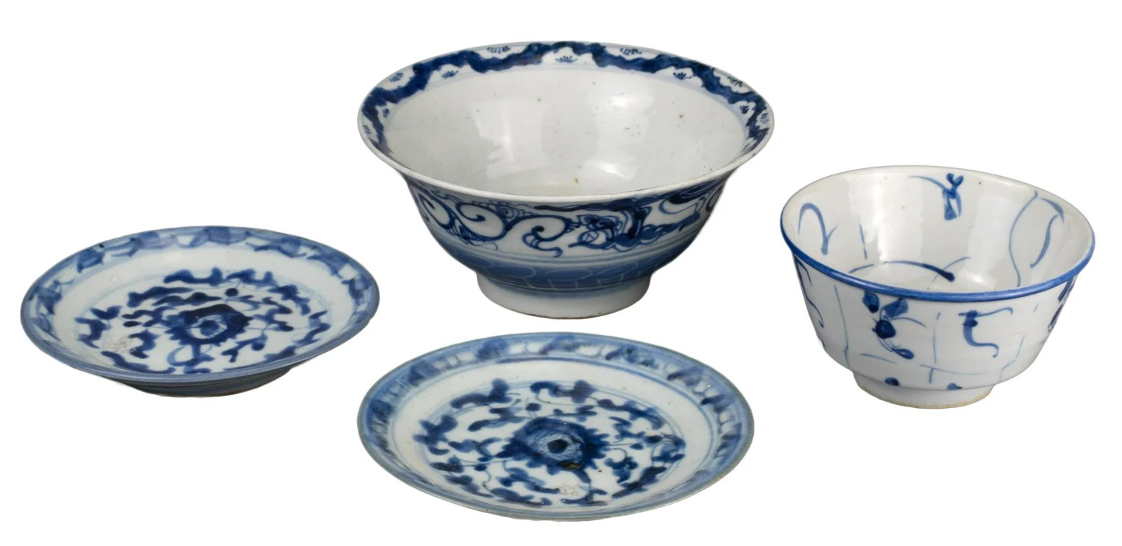 FOUR CHINESE BLUE AND WHITE PORCELAIN BOWLS & DISHES,