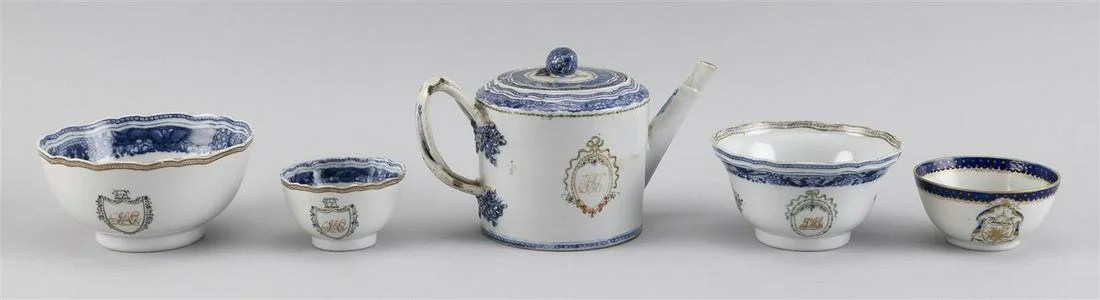 FIVE PIECES OF CHINESE EXPORT PORCELAIN WITH ARMORIAL