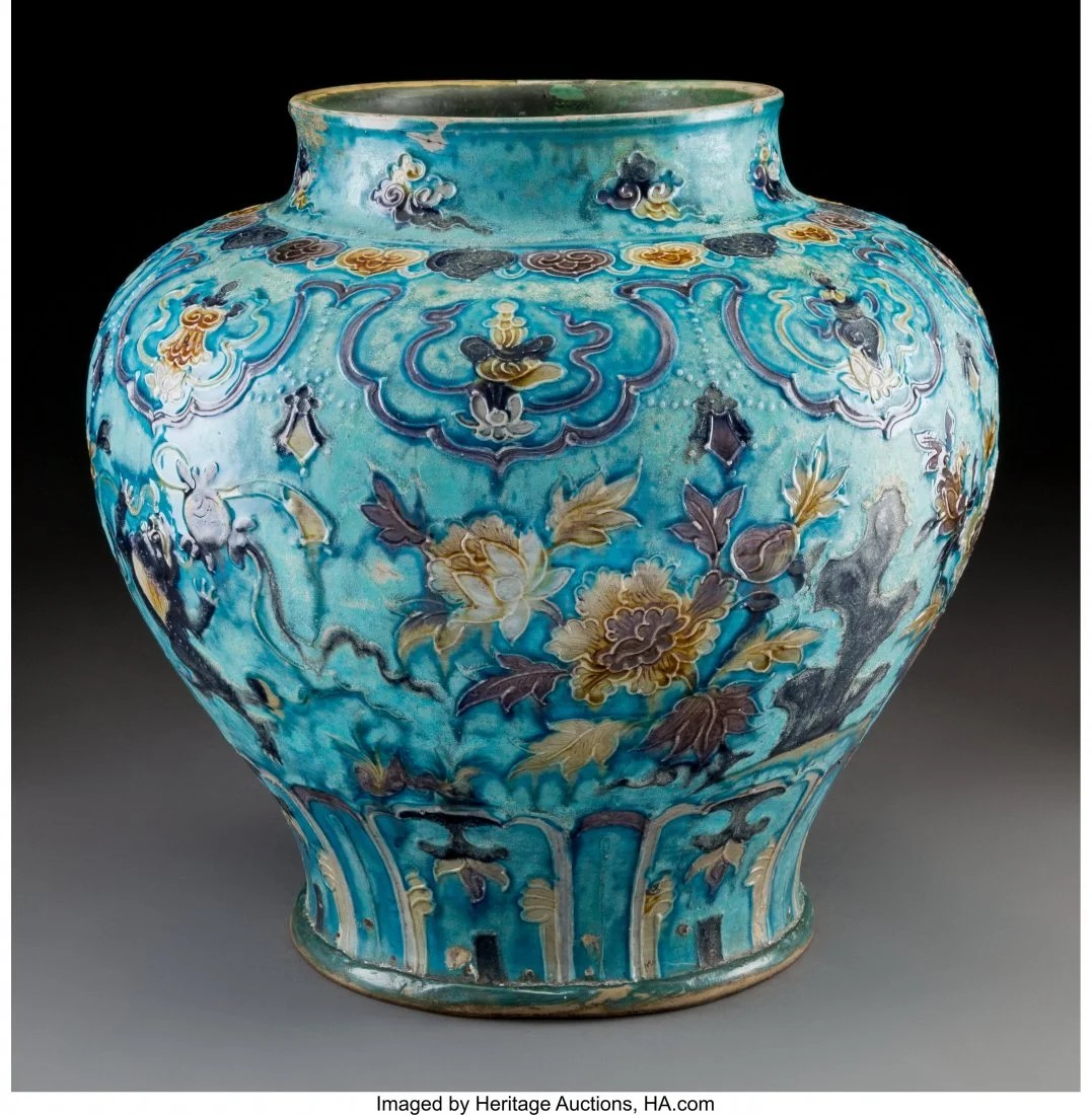 78088: A Large Chinese Fahua Jar, Ming Dynasty 13 x 13
