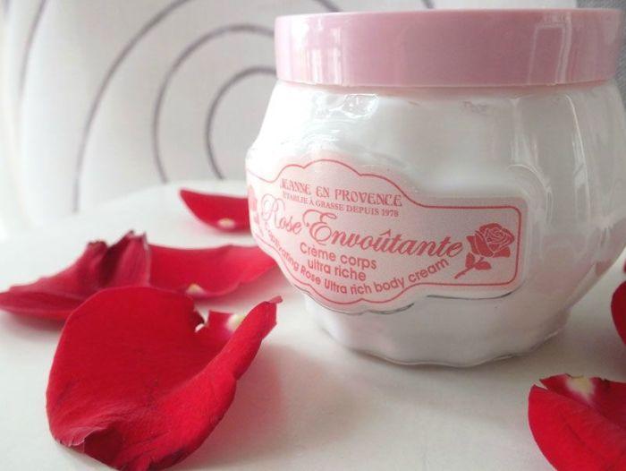 Jeanne-en-provence-creme-corps-ultra-riche-rose-eau-de-parfum-rose-envoutante-angelique-revue (3)