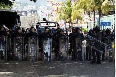 Exigen pago de quincena Foto: Agencia Reforma
