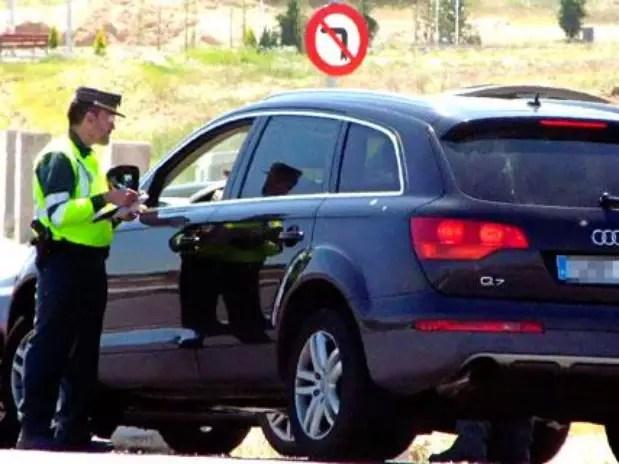 Los agentes tendrán que parar y notificar para multar a los conductores