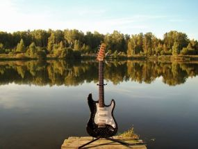 速弾きギター