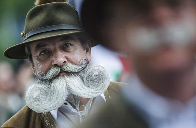 匈牙利小城舉辦胡須選美大賽 千奇百怪惹人愛-國際在線