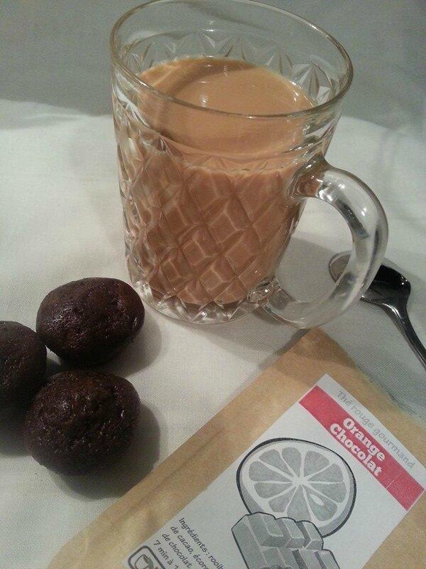 Une tasse de thé lacté - Orange, chocolat
