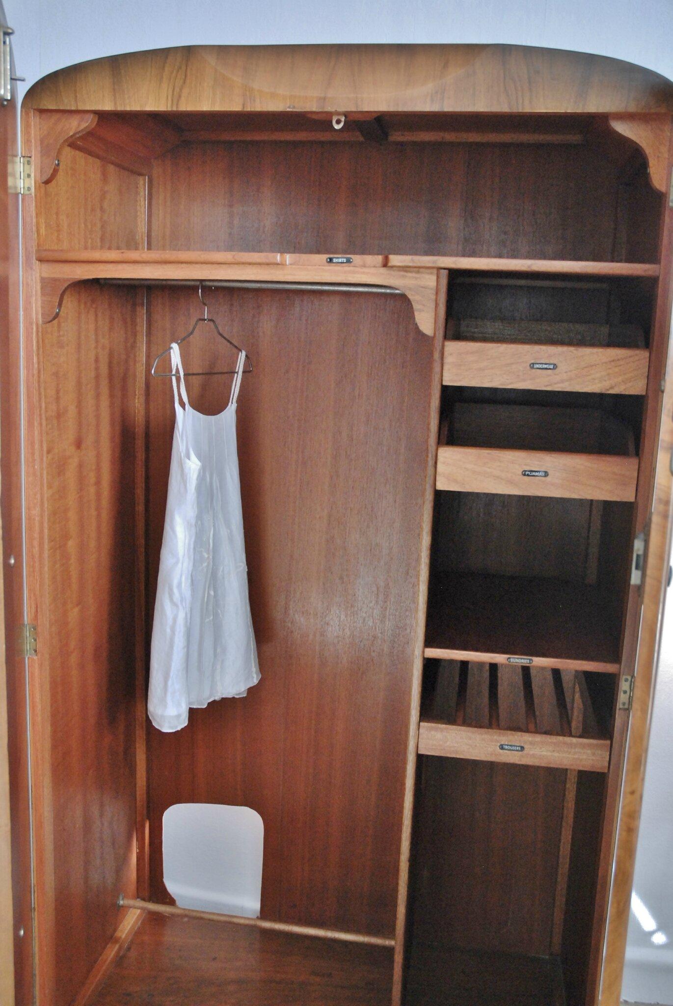 Ancienne Armoire Anglaise Vendue Atelier Vintage
