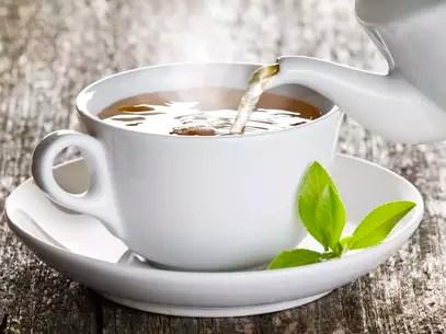 Especialistas indicam consumir quatro xícaras de chá verde por dia Foto: Getty Images