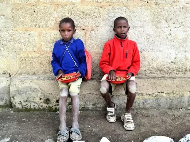 No Malaui, crianças recebem refeições nas escolas, um exemplo exportado do programa brasileiro  Foto: Rafael Belincanta / Especial para Terra