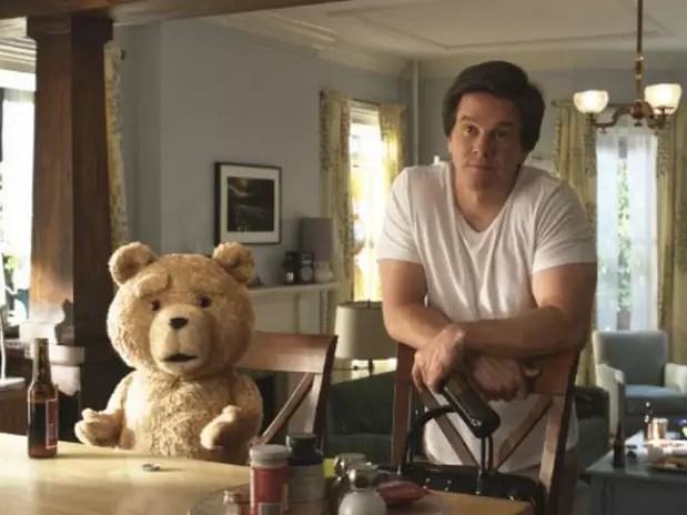 Mark Wahlberg e o ursinho Ted, personagem do filme de comédia homônimo, farão aparição no evento Foto:  / Divulgação