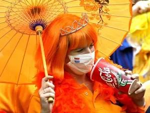 Con el brote del virus SRAS en 2003, las mascarillas se convirtieron en una prenda esencial. Foto: AFP