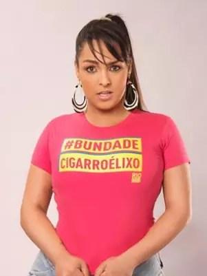 Em um dos cartazes da campanha, a garota-propaganda é a modelo Andressa Soares, a Mulher Melancia Foto: Reprodução
