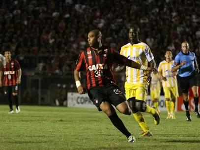 Adriano já estreou pelo Atlético-PR na Copa Libertadores Foto: Julia Abdul-Hak/Agência Eleven / Gazeta Press