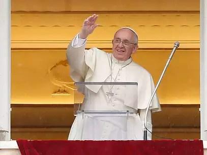 Papa Francisco conduz sua benção dominical na Praça São Pedro, no Vaticano, em 2 de março Foto: Reuters