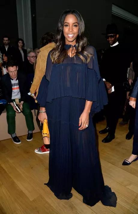 A cantora Kelly Rowland, ex-integrante do grupo Destiny's Child, que lançou Beyoncé, esteve no desfile da Chloe