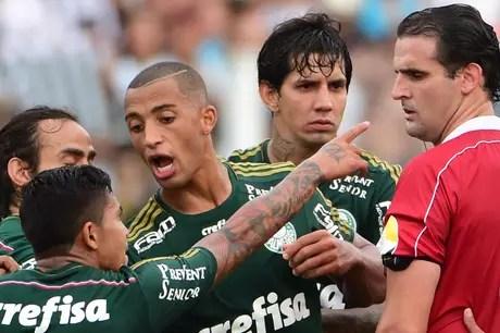 Palmeiras-Dudu-é-expulso-na-final-contra-o-Santos-na-Vila-Belmiro-FuteRock