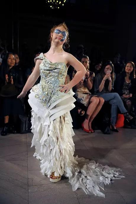 A australiana Madeline Stuart com síndrome de Down estreou na Semana de Moda de Nova York no desfile da grife Hendrick Vermeulen