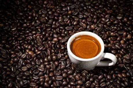 Experimentos mostraram que a cafeína tem a capacidade de alterar os relógios químicos que atuam em toda célula do corpo