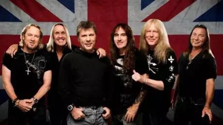 Bruce Dickinson (o único de cabelo curto) e seus colegas de Iron Maiden lançaram novo disco