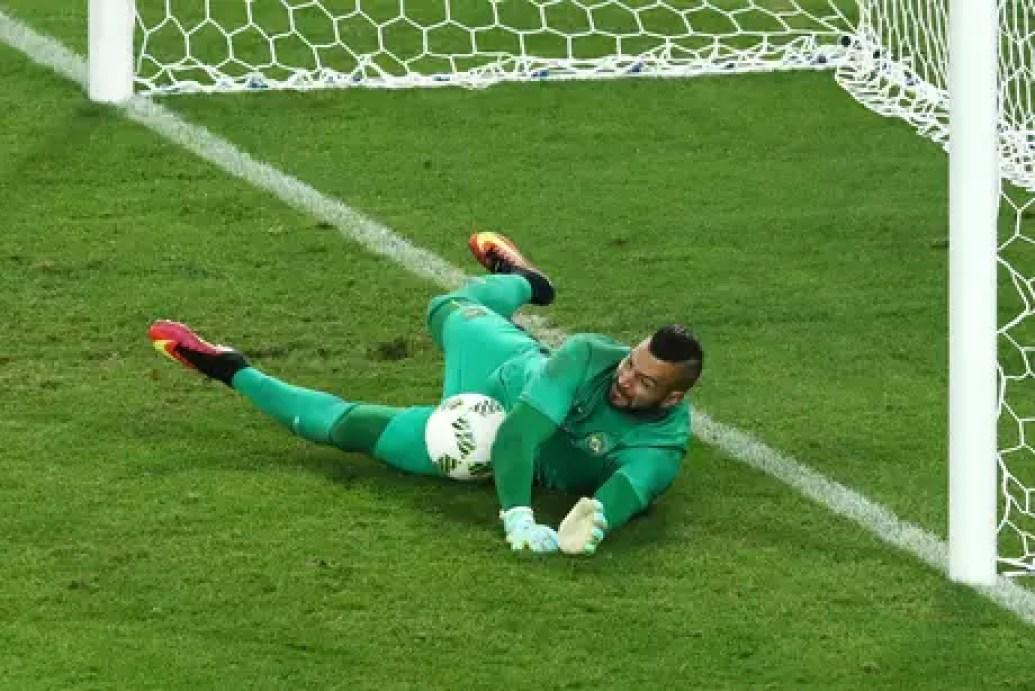 Muralha! Weverton salta para fazer a defesa que deu a vantagem ao Brasil nas cobranças de pênalti na decisão contra a Alemanha