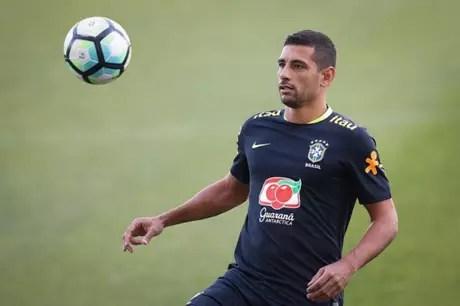 Diego Souza pode ser titular nesta terça-feira, contra o Paraguai (Foto: Pedro Martins / Mowa Press)