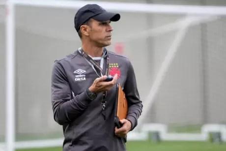 Milton Mendes ainda não consegui melhorar o ataque da equipe no Brasileirão (Foto: Paulo Fernandes/Vasco)