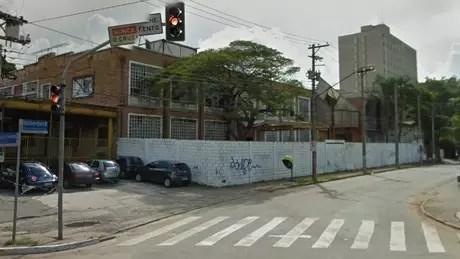 Visão do Google Street View, em 2011, de terreno que supostamente seria destinado ao Instituto Lula, na rua Dr. Haberbeck Brandão, em São Paulo   Foto: Reprodução/Google Street View