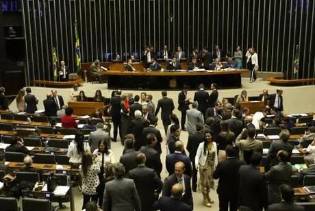 Plenário da Câmara durante votação de destaques à PEC 282/16, que proíbe as coligações partidárias nas eleições proporcionais e estabelece cláusula de desempenho para os partidos
