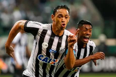 Ricardo Oliveira comemora seu gol
