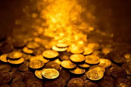 Banho de moedas atrai prosperidade