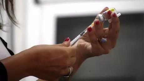 100193647hi044304509 - Depois de corrida aos postos, vacina da febre amarela encalha em meio a boatos sobre reações