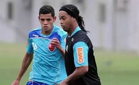 Lorran treinando entre os profissionais do Flamengo (Foto: Reprodução/Instagram)