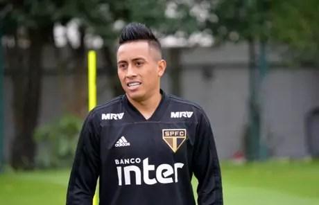 Cueva voltou ao CT nessa segunda-feira, mas pode nem jogar mais pelo São Paulo (Érico Leonan/saopaulofc.net)