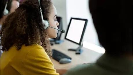 Atendentes de telemarketing trabalham 6h20 por dia, têm pausas cronometradas e apenas 20 minutos para refeição
