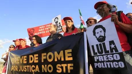 Juíza responsável pela execução da pena de Lula não tem permitido que ele grave vídeos, conceda entrevistas ou saia da cadeia para eventos do PT